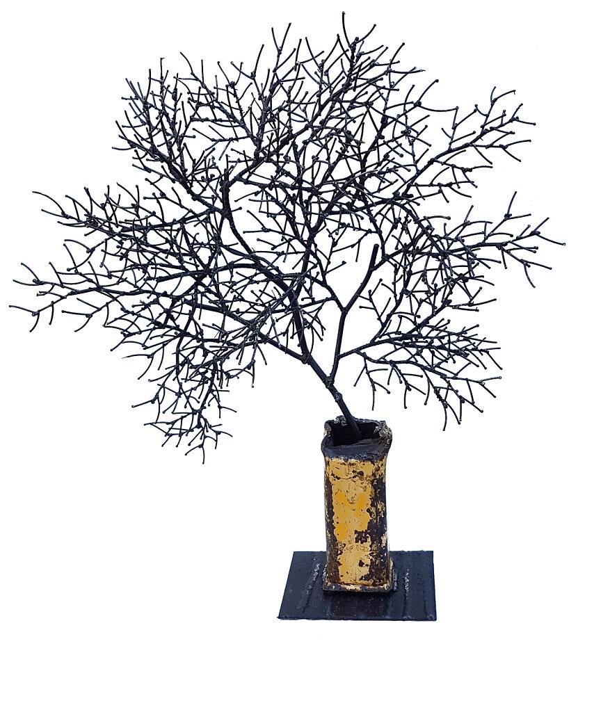 branche dans le vase jaune